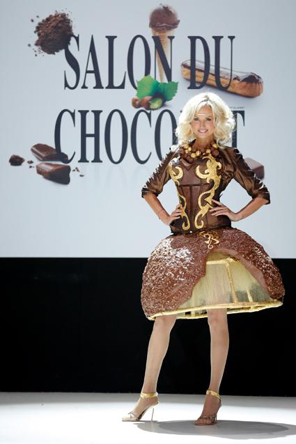 Adriana Karembeu robe chocolat