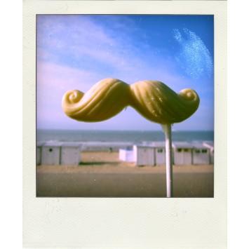 moustache-sucette-en-chocolat-blanc-hercule-poirot-a-la-mer