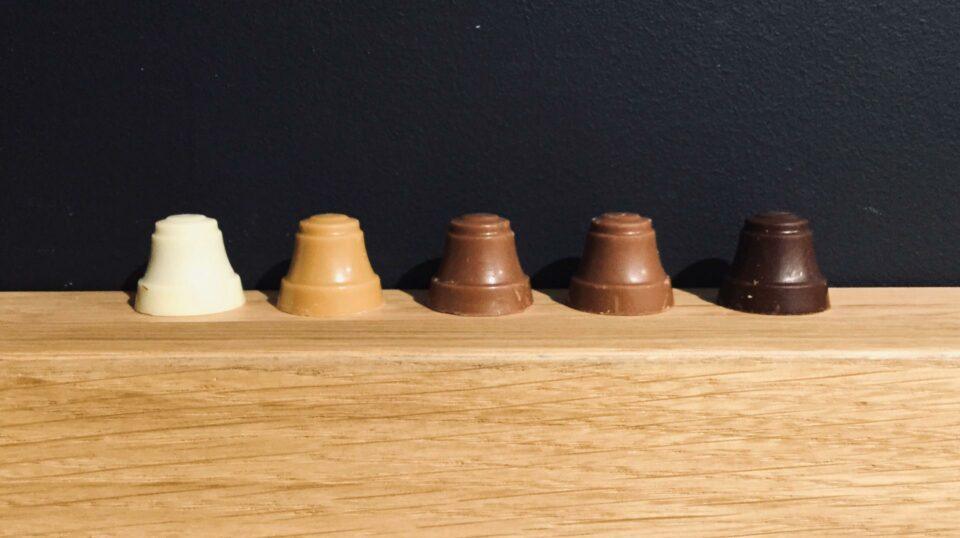 cloches en chocolat carre noir